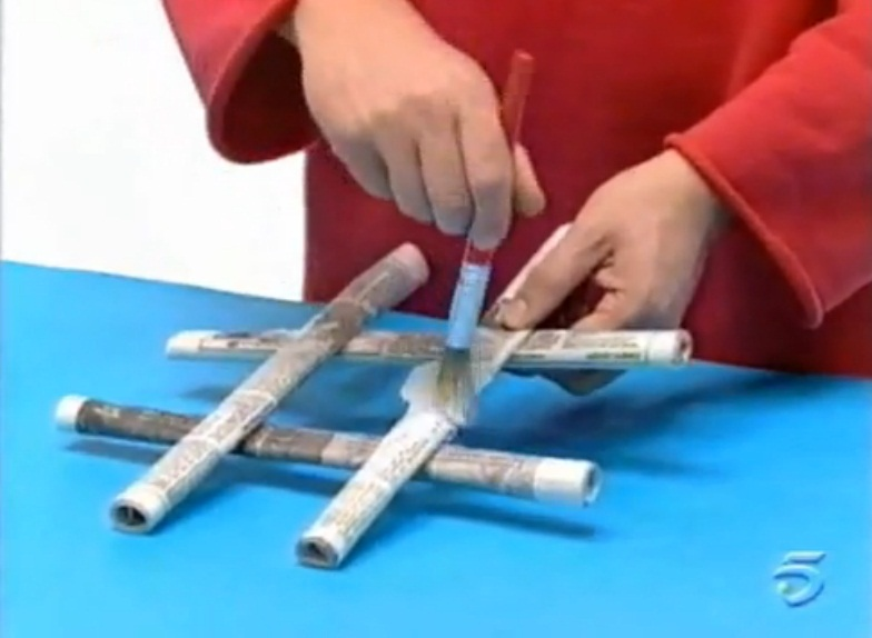 Hacer 3 en raya con periodico manualidades de papel - Manualidades art attack ...